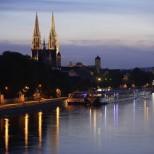 Vista noturna do Rio Danúbio