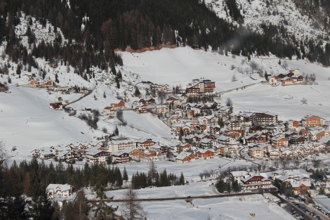A vila de Corvara vista do alto